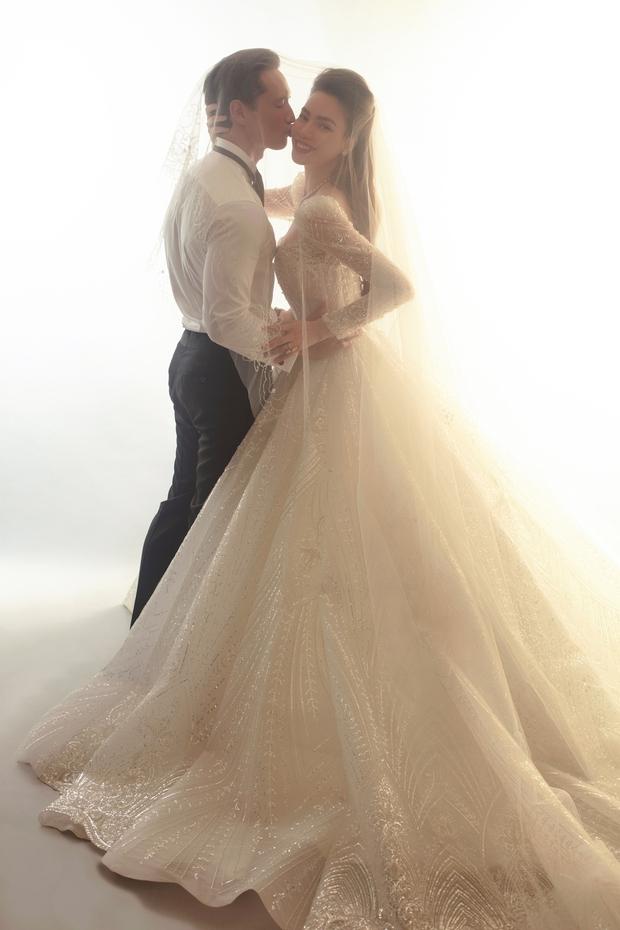 Cuối cùng Hà Hồ đã khoe loạt ảnh cưới nét căng bên Kim Lý: Cô dâu chú rể thế này hỏi sao dân tình mong chờ hôn lễ trong mơ! - Ảnh 3.