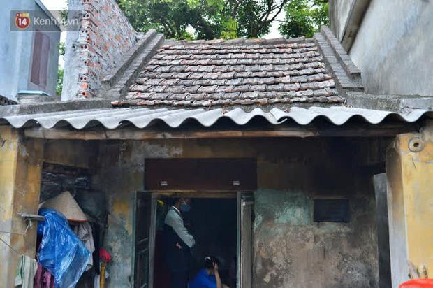 """Cụ bà gần 50 năm sống cô độc trong căn nhà xập xệ chưa đầy 10m2: """"Giờ mắt đau, tai cũng điếc, răng rụng, sống một mình mãi cũng quen rồi"""" - Ảnh 9."""