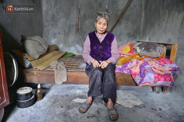 """Cụ bà gần 50 năm sống cô độc trong căn nhà xập xệ chưa đầy 10m2: """"Giờ mắt đau, tai cũng điếc, răng rụng, sống một mình mãi cũng quen rồi"""" - Ảnh 8."""