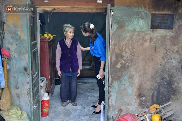 """Cụ bà gần 50 năm sống cô độc trong căn nhà xập xệ chưa đầy 10m2: """"Giờ mắt đau, tai cũng điếc, răng rụng, sống một mình mãi cũng quen rồi"""" - Ảnh 4."""