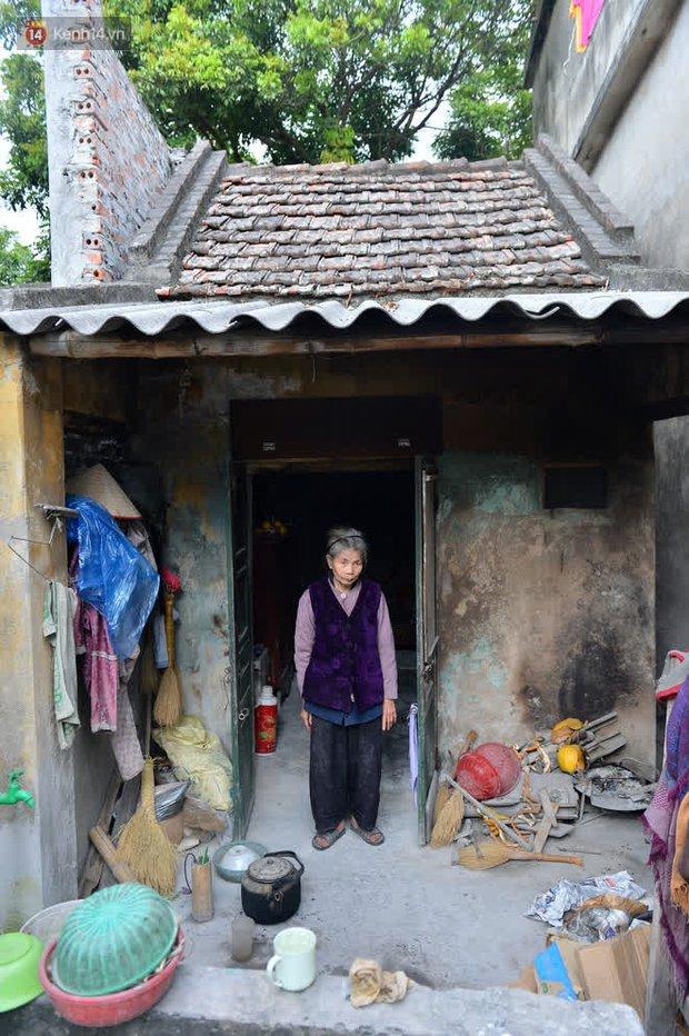 """Cụ bà gần 50 năm sống cô độc trong căn nhà xập xệ chưa đầy 10m2: """"Giờ mắt đau, tai cũng điếc, răng rụng, sống một mình mãi cũng quen rồi"""" - Ảnh 5."""