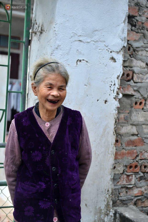 """Cụ bà gần 50 năm sống cô độc trong căn nhà xập xệ chưa đầy 10m2: """"Giờ mắt đau, tai cũng điếc, răng rụng, sống một mình mãi cũng quen rồi"""" - Ảnh 16."""