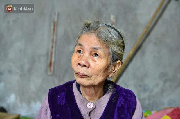 """Cụ bà gần 50 năm sống cô độc trong căn nhà xập xệ chưa đầy 10m2: """"Giờ mắt đau, tai cũng điếc, răng rụng, sống một mình mãi cũng quen rồi"""" - Ảnh 7."""