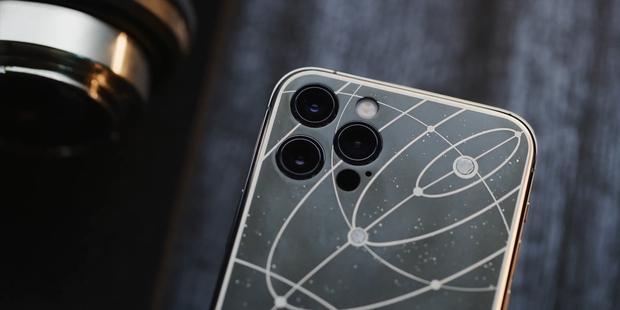 Mãn nhãn với chiếc iPhone 12 Pro phiên bản chị Hằng: Đẹp, độc và đắt đỏ - Ảnh 2.