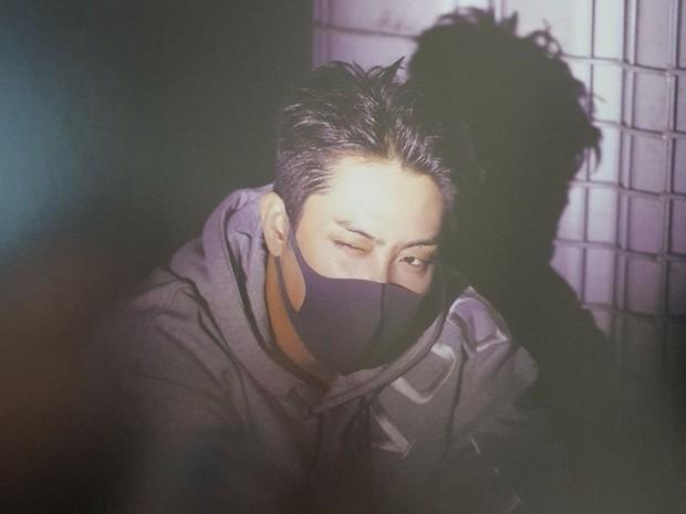 Knet ngỡ ngàng vì visual dàn nam thần Hàn khi đeo khẩu trang: Lee Dong Wook... đẹp trai hơn, 3 nam thần BTS gây sốt ở lễ trao giải - Ảnh 11.