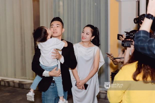 Đám cưới Quý Bình và nữ doanh nhân: Cô dâu - chú rể và dàn nghệ sĩ quẩy tưng bừng, lời hẹn ước của cặp đôi gây xúc động - Ảnh 23.