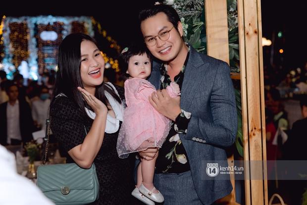 Đám cưới Quý Bình và nữ doanh nhân: Cô dâu - chú rể và dàn nghệ sĩ quẩy tưng bừng, lời hẹn ước của cặp đôi gây xúc động - Ảnh 16.