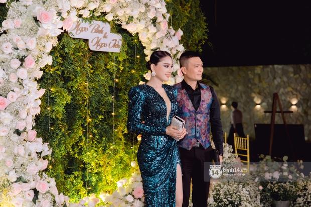 Đám cưới Quý Bình và nữ doanh nhân: Cô dâu - chú rể và dàn nghệ sĩ quẩy tưng bừng, lời hẹn ước của cặp đôi gây xúc động - Ảnh 11.