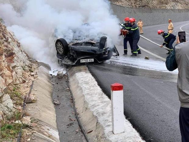 Vụ tai nạn lật xe bốc cháy trên đường đi Yên Tử: 1 nạn nhân nữ bị bỏng 45%, chuyển Viện Bỏng Quốc gia - Ảnh 1.