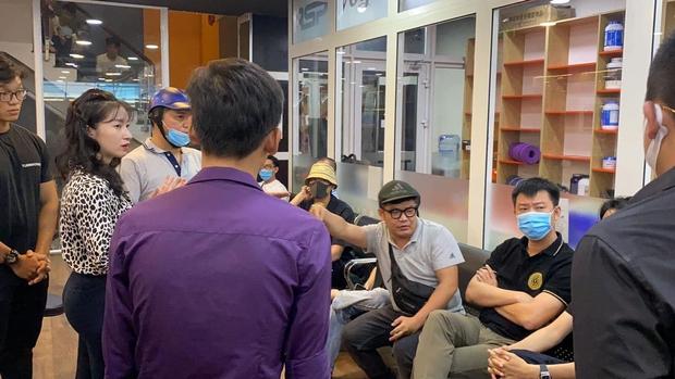 Dàn sao Vbiz đã đến gặp nam gymer xúc phạm NS Chí Tài, Cát Phượng - Huỳnh Phương hé lộ chi tiết buổi nói chuyện - Ảnh 6.