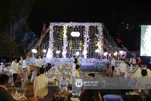 Đám cưới Quý Bình và nữ doanh nhân: Cô dâu - chú rể và dàn nghệ sĩ quẩy tưng bừng, lời hẹn ước của cặp đôi gây xúc động - Ảnh 25.