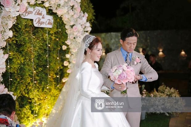 Đám cưới Quý Bình và nữ doanh nhân: Cô dâu - chú rể và dàn nghệ sĩ quẩy tưng bừng, lời hẹn ước của cặp đôi gây xúc động - Ảnh 6.
