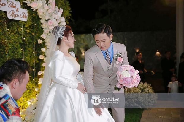 Đám cưới Quý Bình và nữ doanh nhân: Cô dâu - chú rể và dàn nghệ sĩ quẩy tưng bừng, lời hẹn ước của cặp đôi gây xúc động - Ảnh 7.
