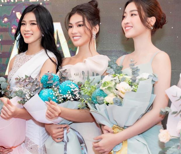 Ảnh đọ sắc nét căng giữa tân Hoa hậu và Á hậu 2, chưa biết ai đẹp hơn nhưng Đỗ Thị Hà đã bị soi vòng 2 kém thon - Ảnh 6.