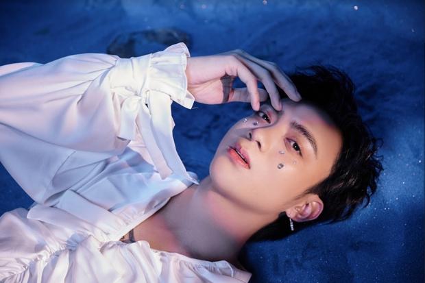 Sau khi đi 1 vòng hoá dân chơi cùng Binz, Soobin đã trở về làm chàng hoàng tử ballad trong MV Tháng Năm khép lại EP The Playah - Ảnh 7.