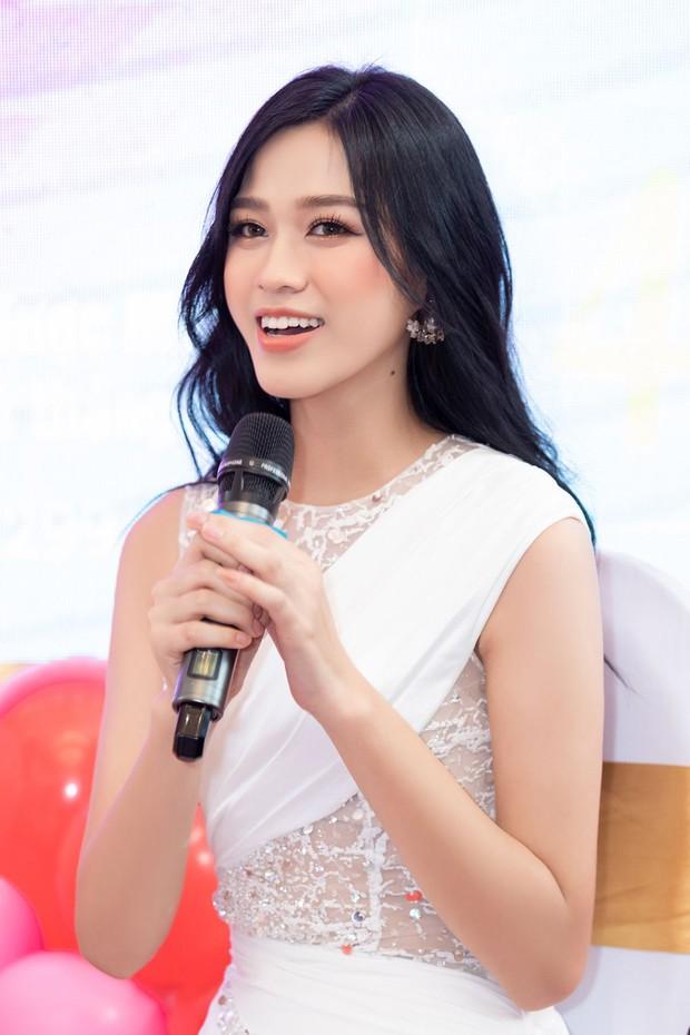 Ảnh đọ sắc nét căng giữa tân Hoa hậu và Á hậu 2, chưa biết ai đẹp hơn nhưng Đỗ Thị Hà đã bị soi vòng 2 kém thon - Ảnh 3.
