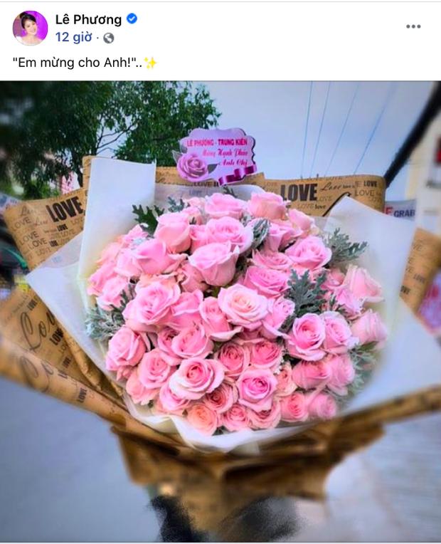 Vắng mặt tại đám cưới, Lê Phương vẫn gửi hoa mừng tình cũ Quý Bình, lời nhắn nhủ làm rõ mối quan hệ hậu chia tay - Ảnh 2.