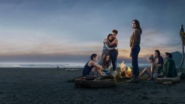 Phim teen phiên bản trộn gỏi Mean Girls + Lost tung tập 1 ám ảnh, thiếu nữ người Việt nhận cái kết bi thảm ở đảo hoang - Ảnh 2.