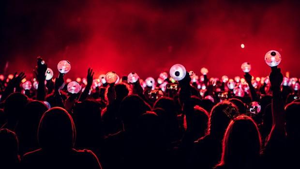Knet lên án việc fan BTS thuê xe phản đối trước cửa Big Hit, ARMY Hàn muối mặt chối đây đẩy: Chỉ là một nhóm quá khích? - Ảnh 6.