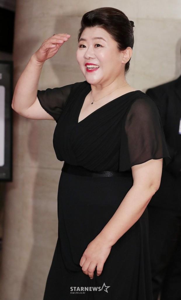 Báo Hàn công bố 30 diễn viên điện ảnh đình đám nhất 2020, nhìn qua toàn các ông chú cực phẩm! - Ảnh 10.