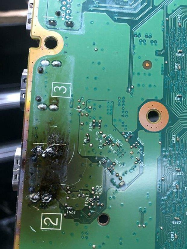 Hình ảnh những món đồ công nghệ bị tra tấn đến mức nhìn là thấy đau - Ảnh 9.