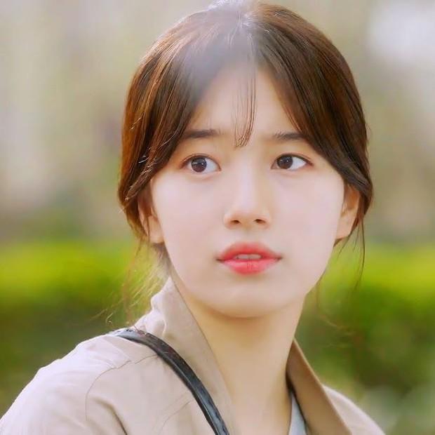 Sao Kbiz mặt bị lệch nhưng vẫn thành cực phẩm nhan sắc: Jennie, Irene, Tzuyu được tôn làm nữ thần, Kim Soo Hyun hot thấy lạ - Ảnh 5.
