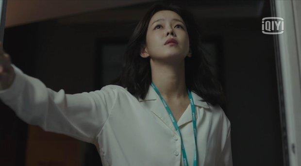 """Hush của Hwang Jung Min - Yoona bóc trần thấm thía nghề báo: """"Ngòi bút mạnh hơn súng, nhưng cơm mạnh hơn ngòi bút!"""" - Ảnh 17."""