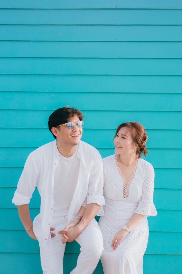 Loạt ảnh cưới lần đầu được công bố của Quý Bình và bà xã doanh nhân: Nụ cười đến giọt nước mắt đều tràn ngập hạnh phúc! - Ảnh 3.