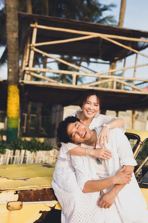 Loạt ảnh cưới lần đầu được công bố của Quý Bình và bà xã doanh nhân: Nụ cười đến giọt nước mắt đều tràn ngập hạnh phúc! - Ảnh 2.