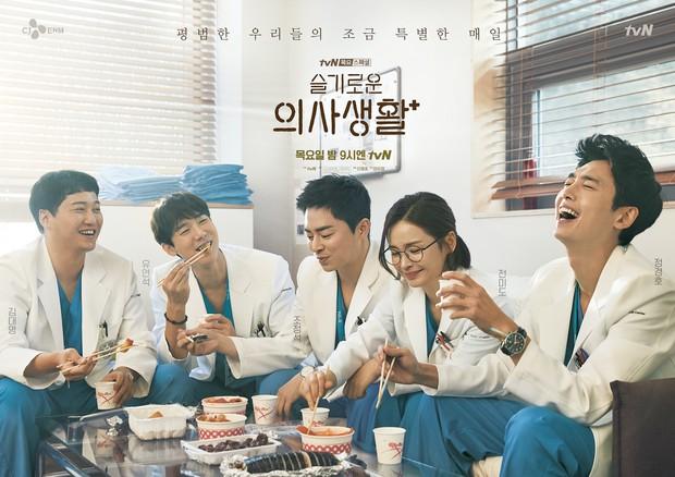 Nghe đồn bé ngoan Kim Seon Ho làm cameo ở Hospital Playlist 2, netizen hóng luôn màn giật bồ Jo Jung Suk - Ảnh 5.