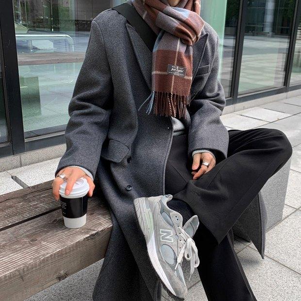Trời rét cóng, mua găng tay cảm ứng để tha hồ dùng điện thoại mà không lo lạnh tay - Ảnh 1.