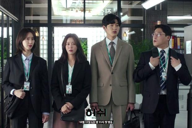 """Hush của Hwang Jung Min - Yoona bóc trần thấm thía nghề báo: """"Ngòi bút mạnh hơn súng, nhưng cơm mạnh hơn ngòi bút!"""" - Ảnh 6."""