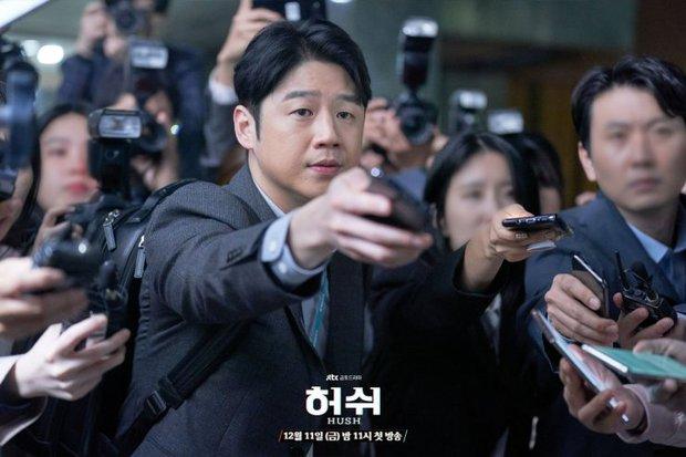 """Hush của Hwang Jung Min - Yoona bóc trần thấm thía nghề báo: """"Ngòi bút mạnh hơn súng, nhưng cơm mạnh hơn ngòi bút!"""" - Ảnh 9."""