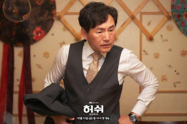 """Hush của Hwang Jung Min - Yoona bóc trần thấm thía nghề báo: """"Ngòi bút mạnh hơn súng, nhưng cơm mạnh hơn ngòi bút!"""" - Ảnh 7."""