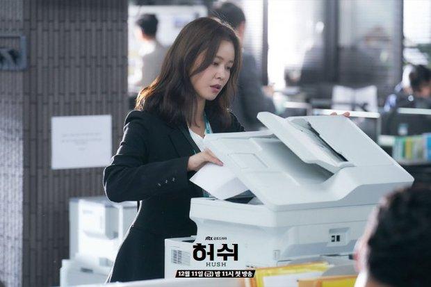 """Hush của Hwang Jung Min - Yoona bóc trần thấm thía nghề báo: """"Ngòi bút mạnh hơn súng, nhưng cơm mạnh hơn ngòi bút!"""" - Ảnh 11."""