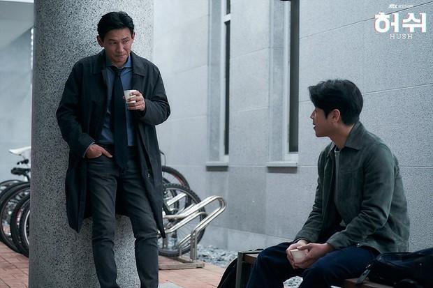 """Hush của Hwang Jung Min - Yoona bóc trần thấm thía nghề báo: """"Ngòi bút mạnh hơn súng, nhưng cơm mạnh hơn ngòi bút!"""" - Ảnh 10."""