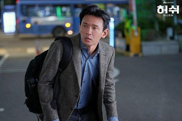 """Hush của Hwang Jung Min - Yoona bóc trần thấm thía nghề báo: """"Ngòi bút mạnh hơn súng, nhưng cơm mạnh hơn ngòi bút!"""" - Ảnh 15."""