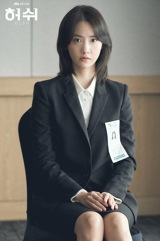 """Hush của Hwang Jung Min - Yoona bóc trần thấm thía nghề báo: """"Ngòi bút mạnh hơn súng, nhưng cơm mạnh hơn ngòi bút!"""" - Ảnh 8."""