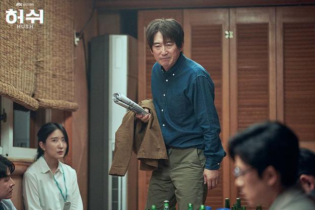 """Hush của Hwang Jung Min - Yoona bóc trần thấm thía nghề báo: """"Ngòi bút mạnh hơn súng, nhưng cơm mạnh hơn ngòi bút!"""" - Ảnh 12."""