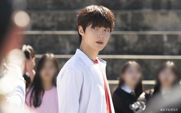 Hwang In Yeop: Chàng bad boy ngoài lạnh trong ấm của True Beauty khiến chị em mê đến mất liêm sỉ - Ảnh 3.