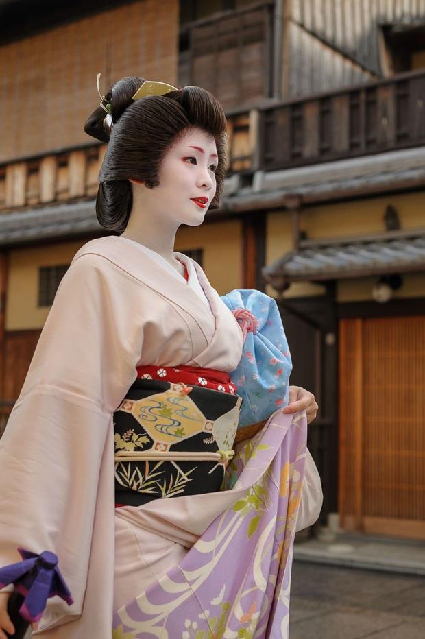 Oiran - kỹ nữ cao cấp thời Edo tại Nhật: Nhan sắc lộng lẫy, thu nhập tiền tỷ và những bí mật ít người biết - Ảnh 2.