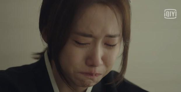 """Hush của Hwang Jung Min - Yoona bóc trần thấm thía nghề báo: """"Ngòi bút mạnh hơn súng, nhưng cơm mạnh hơn ngòi bút!"""" - Ảnh 16."""
