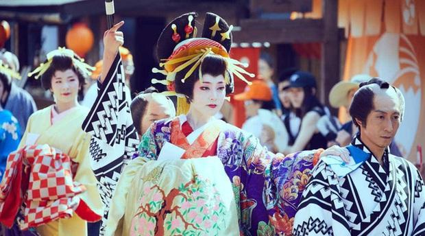 Oiran - kỹ nữ cao cấp thời Edo tại Nhật: Nhan sắc lộng lẫy, thu nhập tiền tỷ và những bí mật ít người biết - Ảnh 5.
