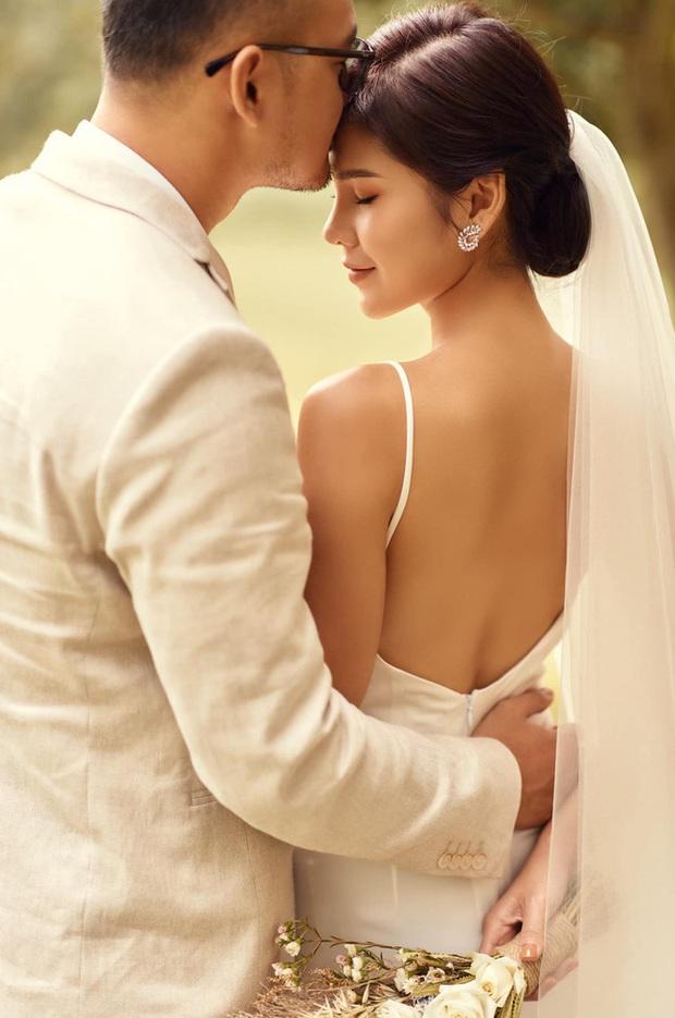 Những hình ảnh đầu tiên về tiệc cưới tại khách sạn hạng sang của MC Thu Hoài và chồng CEO - Ảnh 1.