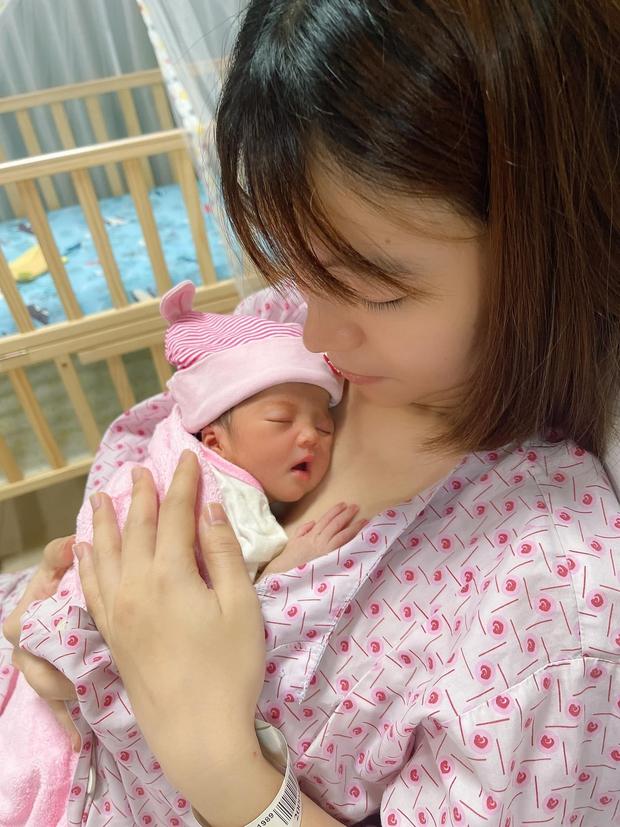 Mạc Văn Khoa công khai cận mặt con gái đầu lòng nặng 1,9kg vì sinh non, lần đầu hé lộ tên thật của bé - Ảnh 4.