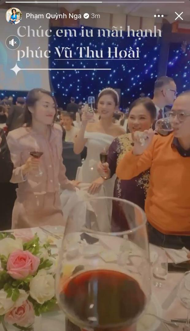 Phương Oanh lấp ló vòng 1 căng đầy, Quỳnh Nga - Lã Thanh Huyền rạng rỡ đọ sắc cùng Phanh Lee tại đám cưới MC Thu Hoài - Ảnh 8.