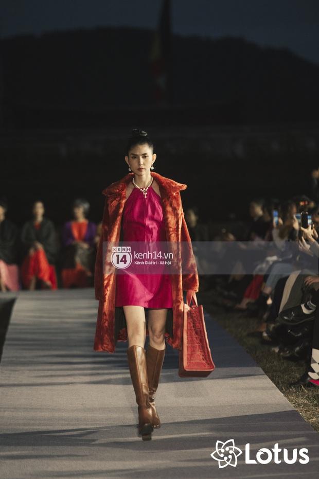 Lương Thuỳ Linh - Đỗ Hà nổi bần bật trong vị trí first face, Thanh Hằng bùng nổ với khí chất nữ thần tại show Đào của NTK Adrian Anh Tuấn - Ảnh 9.