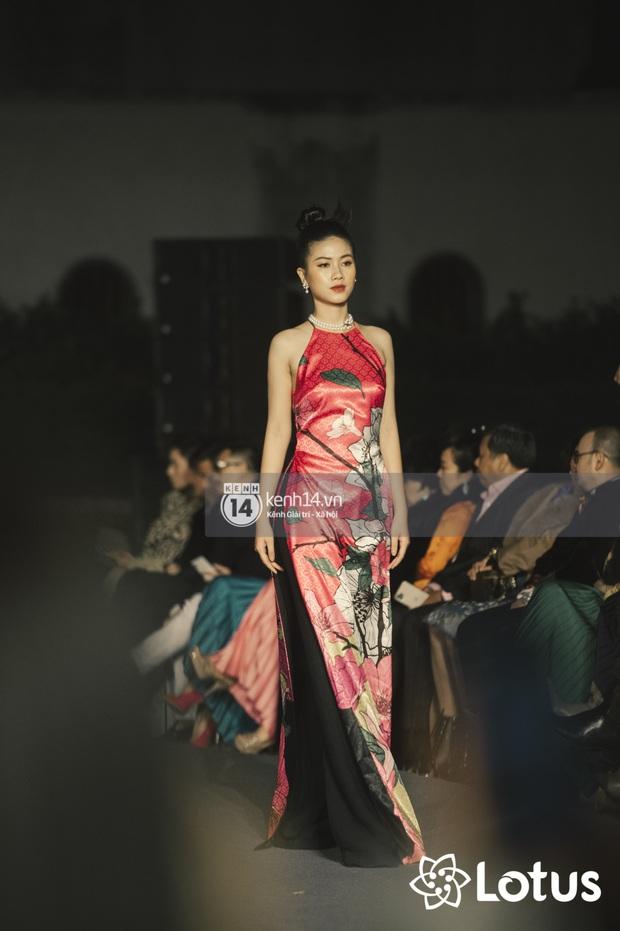 Lương Thuỳ Linh - Đỗ Hà nổi bần bật trong vị trí first face, Thanh Hằng bùng nổ với khí chất nữ thần tại show Đào của NTK Adrian Anh Tuấn - Ảnh 14.