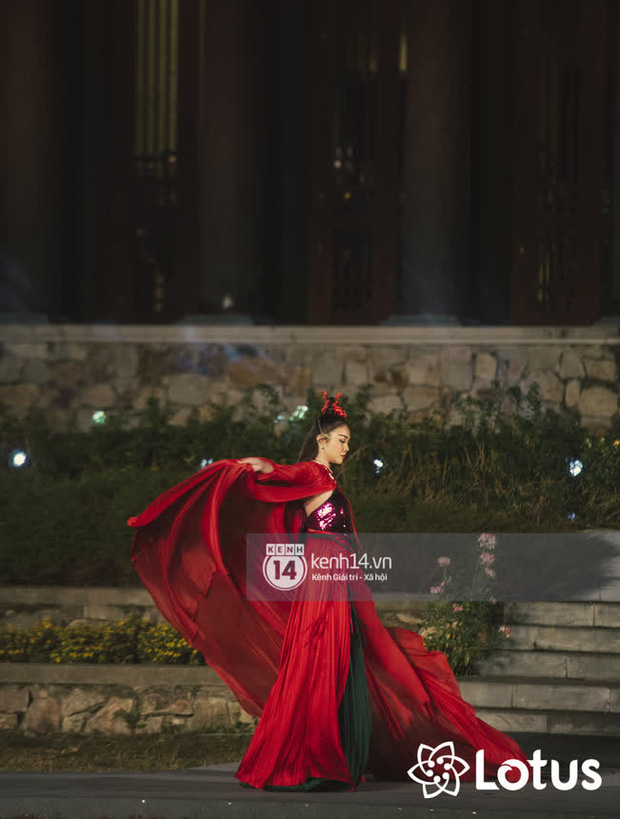 Lương Thuỳ Linh - Đỗ Hà nổi bần bật trong vị trí first face, Thanh Hằng bùng nổ với khí chất nữ thần tại show Đào của NTK Adrian Anh Tuấn - Ảnh 6.