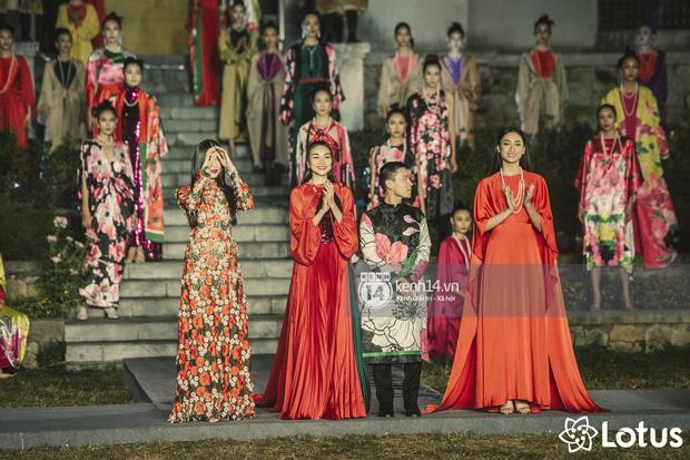 Lương Thuỳ Linh - Đỗ Hà nổi bần bật trong vị trí first face, Thanh Hằng bùng nổ với khí chất nữ thần tại show Đào của NTK Adrian Anh Tuấn - Ảnh 26.